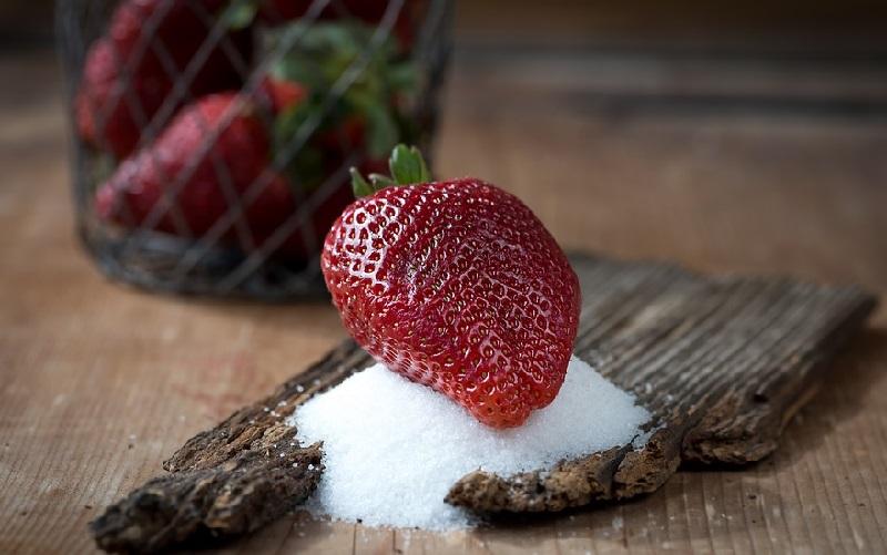 Erdbeere mit Zucker